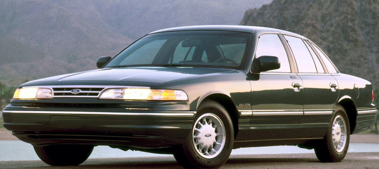 ford crown victoria photo